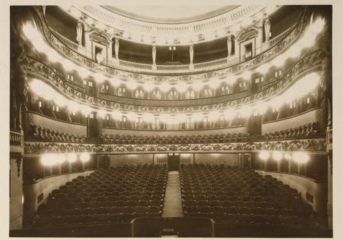 la salle du nouveau théâtre, première moitié du XXe siècle